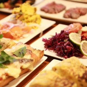 時間無制限の食べ放題が1000円! 西新宿の人気バルがリニューアル