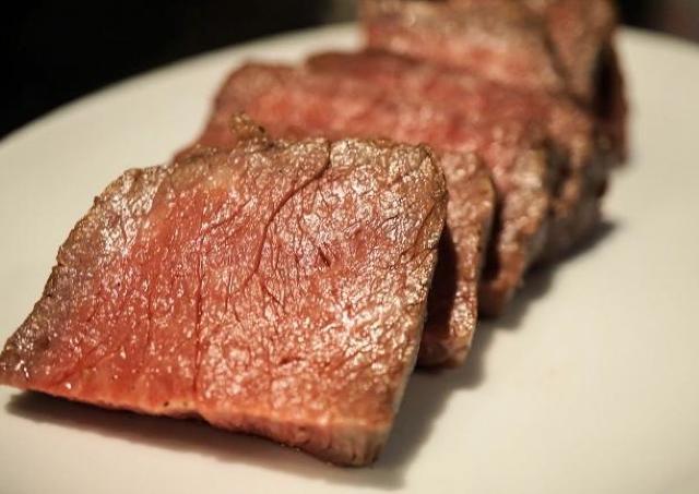 肉3種が1000円で食べ放題! 西新宿のバルが胸アツ「肉タイム」企画