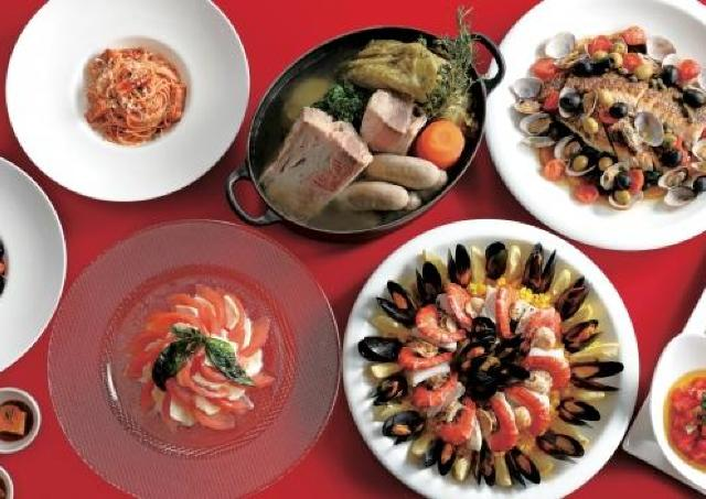 ホテル最上階からの景色を楽しみながら、人気のイタリア・スペインのグルメを食べ放題!