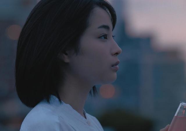 「海街」是枝監督と再タッグ 等身大の広瀬すずさんを描いた「ファイブミニ」新CM