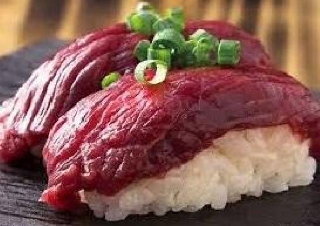 生ビールと赤身寿司が70円! 人気店「肉寿司」で太っ腹周年企画