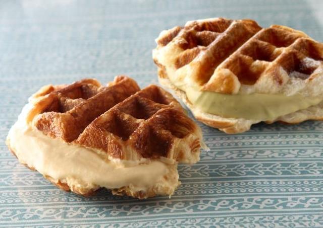 ロブション新作パンに熱視線 ひんやりクリーム挟んだ「クロワッサンワッフル」