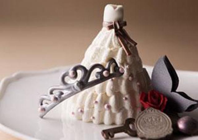 純白のウエディングドレスをケーキで表現!ホテル阪急の周年記念ケーキ