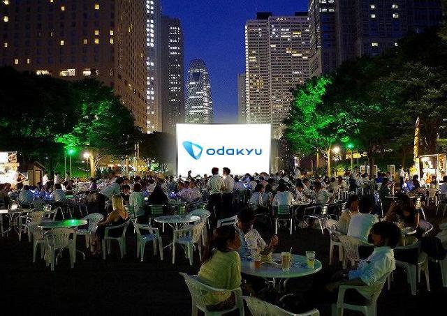 新宿中央公園に巨大スクリーン出現! 無料の野外シアターイベント