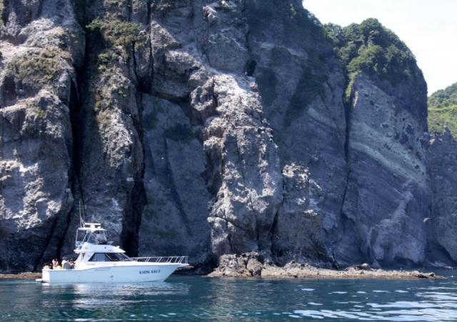勇壮な北の大地を海上から楽しむ!「窓岩クルーズ」開催中