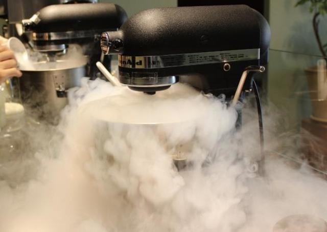 液体窒素で作る「究極のフレッシュジェラート」 銀座で夏限定販売