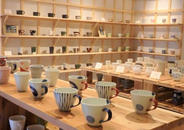 どれにしよう!  250種揃えるマグカップ専門店、原宿にオープン