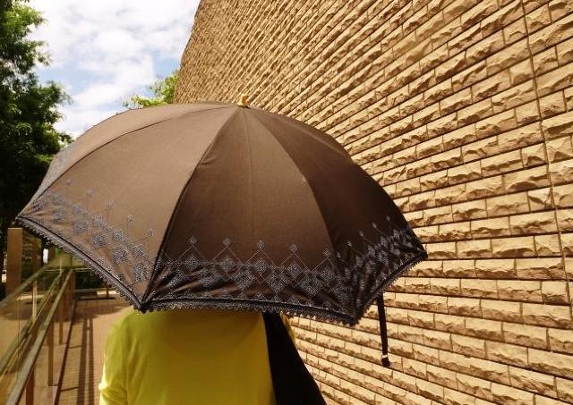 もっと周りみて...! ネット上は「日傘女子」へのクレームで溢れていた
