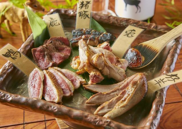 ジビエ肉5種盛りが破格の50円! 新宿で「山の日」記念祭始まるぞ