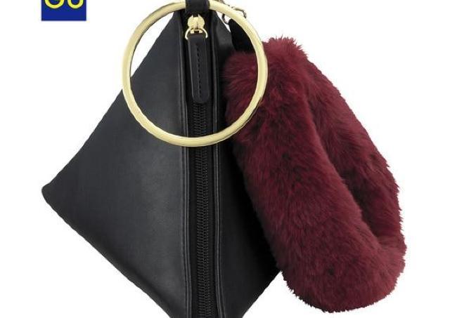 GU「三角バッグ」がインスタで流行中 このビジュアルで1490円とな...!