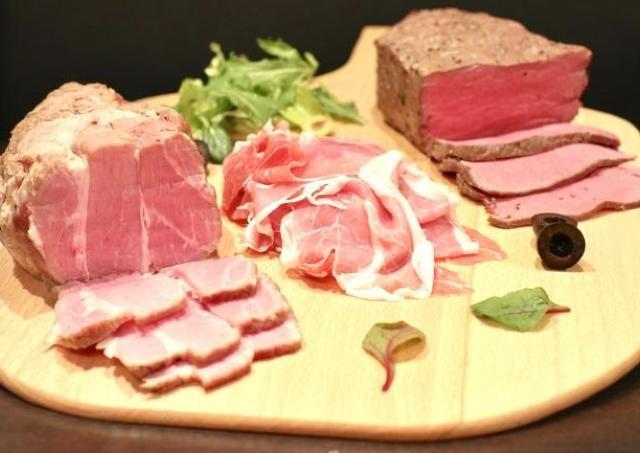 まさかの500円! 新宿でローストビーフや生ハムが食べ放題