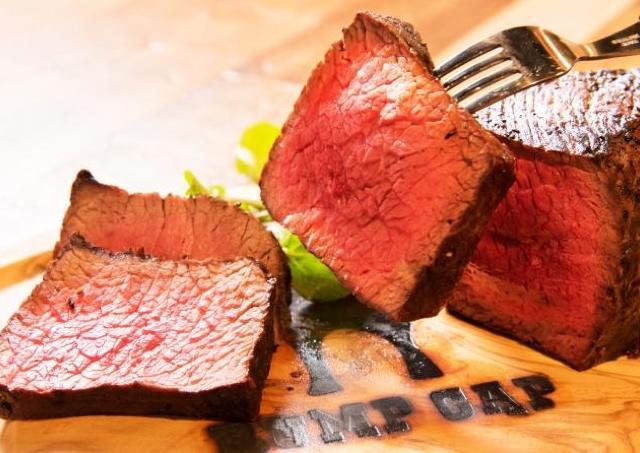 新宿に「肉横丁」が誕生! 開店記念の「全品半額」を見逃すな
