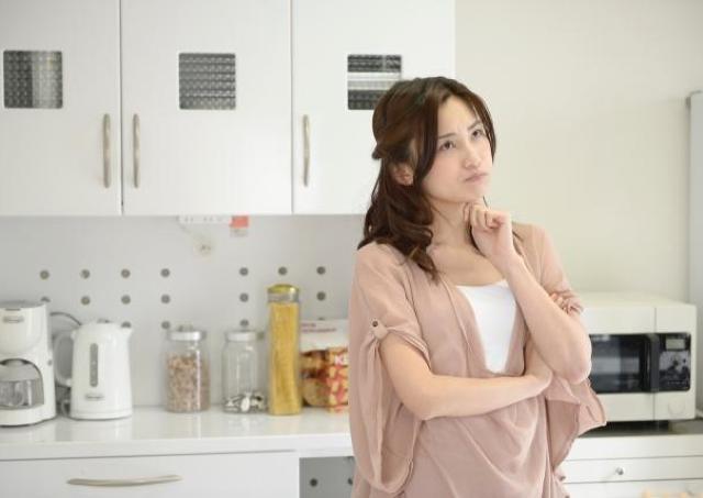 面倒くさいけど外食はイヤ・・・ 働く女性が悩む「平日夜の自炊」に解決策!?