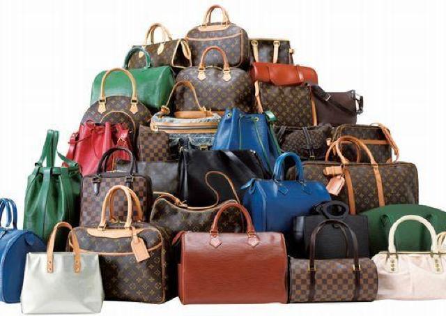 初日はエルメス大放出 高級ブランド品並ぶ「質流れ品大市」