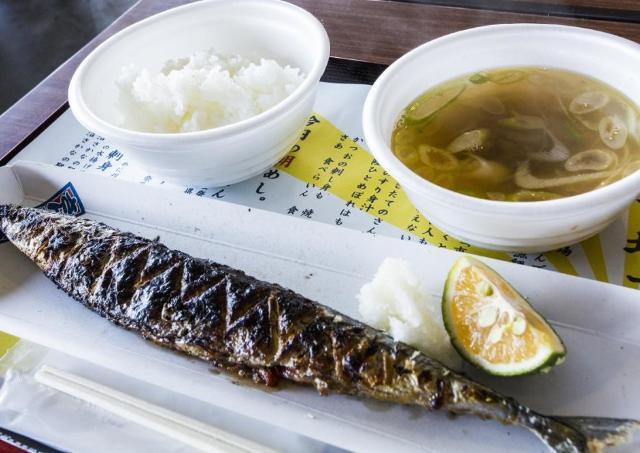 炭火焼きの旬さんまを食べよう! 気仙沼の魚市場で「朝めし」イベント