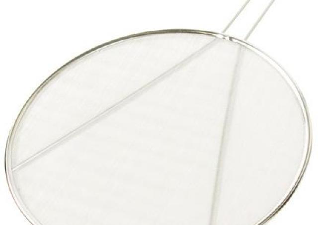 【399円の奇跡】 ニトリの「油はね防止網」が便利すぎて手放せない...