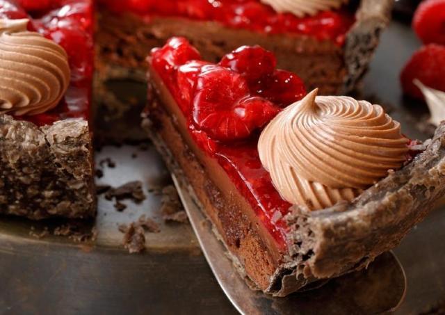 スタバ「ラズベリーチョコパイ」にハマる人続出!「今世紀最大に美味かった」