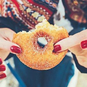 毎朝の「ちりつも」で4万超カロリー!?  働き女子の食習慣調査が衝撃的