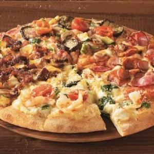 ドミノ・ピザの神企画、再び! デリバリーでも「1枚買うと、もう1枚無料」