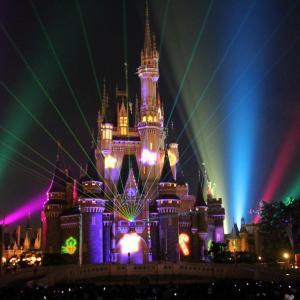 シンデレラ城に新たな魔法にかかる! ディズニーリゾートの幻想的なクリスマス