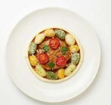 「宮崎ハマユウポークのとろとろ煮、ジンジャー風味三色野菜のニョッキ」(レストラン・モナリザ)