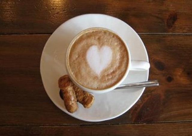 11月11日は「かりんとうの日」 50カフェで無料試食
