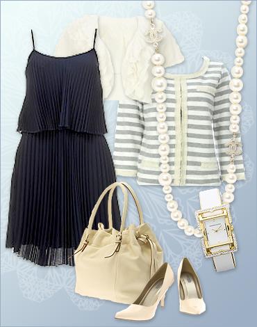 アクセサリーや靴、バッグなどの小物を白で揃えると、さらに爽やかな印象