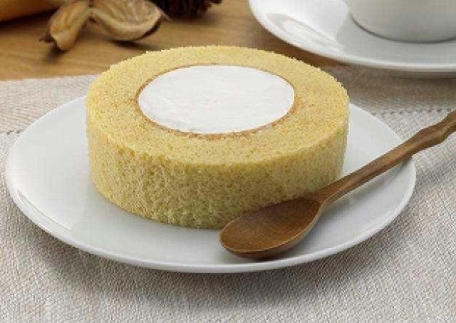 ローソン「ロールケーキ」がカロリーダウン!糖質控えめロール登場