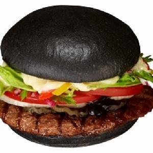 仰天の黒さ! バーガーキング黒すぎる「黒バーガー」登場
