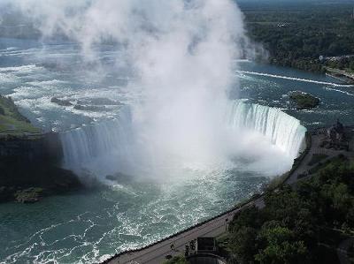 名瀑といえば、ココ!ナイアガラの滝 (アメリカ・カナダ)