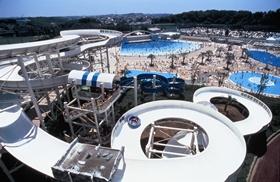 よみうりランドのプール「プール WAI」