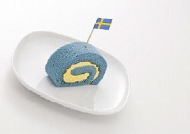 真っ青なロールケーキ100人にプレゼント IKEA船橋