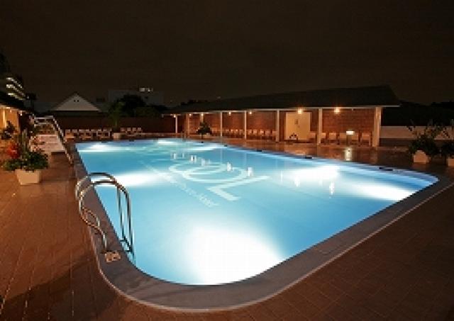 17時以降は休日でも2000円! 品川で優雅なホテルプール体験