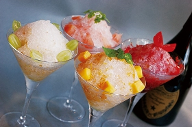 上品な味わいの氷に、ドン ペリニヨンを注いで・・・