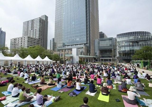 都会の真ん中でのんびりヨガ&読書 東京ミッドタウン恒例GWイベント