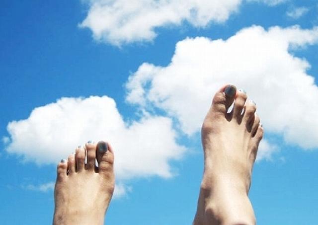 ブーツ脱いだら異臭騒ぎに... 壮絶すぎる「女性の足トラブル」白書