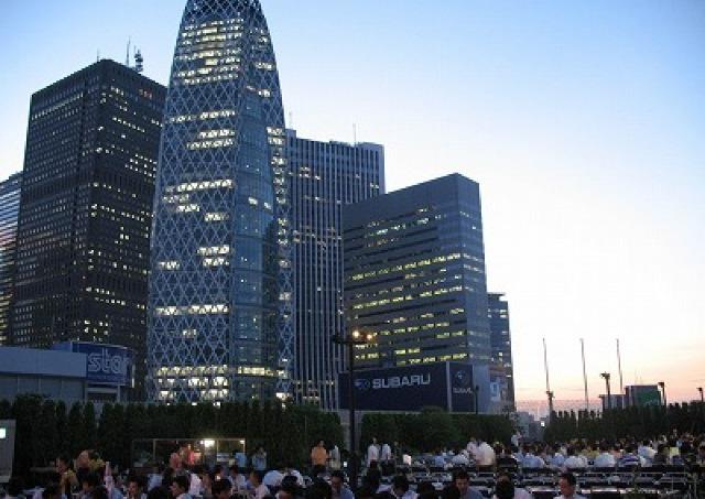 新宿駅直結の人気ビアガーデン お得な「女子会プラン」は大注目