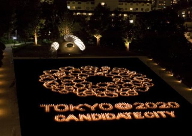3000個の灯りが作る「桜」 都会の真ん中でキャンドルナイト開催