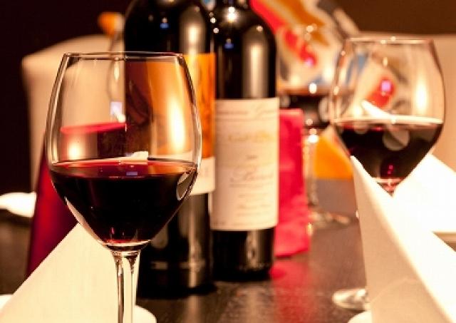 1000円でワイン13時間飲み放題 平日だけのワインカーニバル