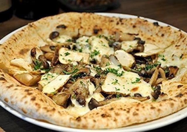 「松茸のピザ」が500円以下!吉祥寺で1か月限定の秋ランチ
