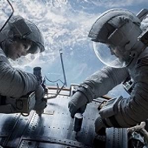 映画「ゼロ・グラビティ」/宇宙で取り残された飛行士の孤独と恐怖がじわじわくる 映画館で観たい作品