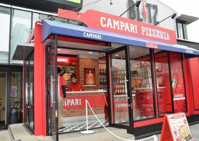 カンパリと窯焼きピッツァが食欲をそそる 赤坂の「CAMPARI PIZZERIA」で乾杯