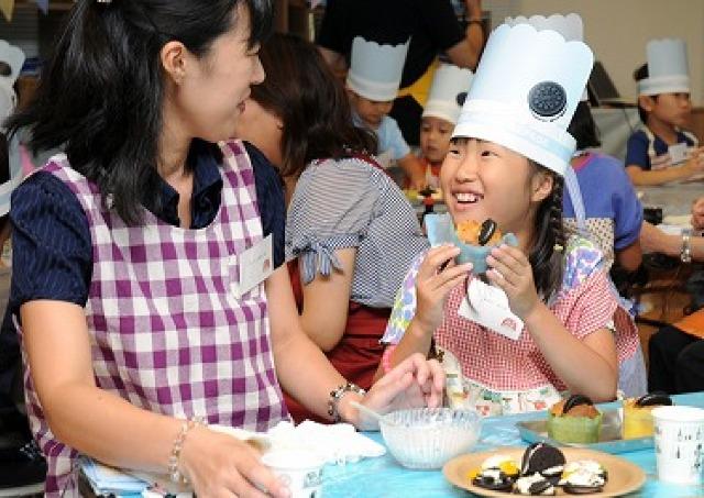 「オレオ」で深める親子の絆 簡単おやつ教室を開催
