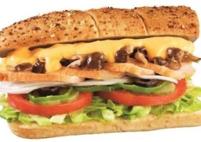 チキンときのことチーズがじゅわ~ 「サブウェイ」秋限定の満腹サンド
