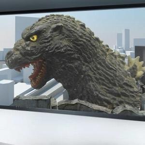 歌舞伎町に「ゴジラルーム」現る! 原寸大のゴジラが見えるリアル感