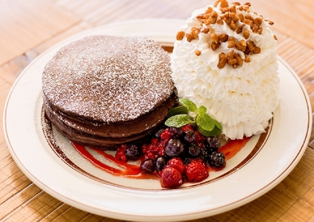 チョコパンケーキと山盛りホイップ  エッグスンシングスでご褒美バレンタイン