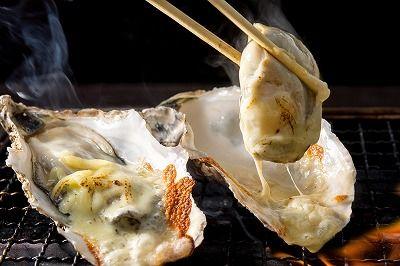 宫城石卷、牡蛎小屋/特产!  蒜香奶酪牡蛎(900日元)