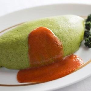 鮮やかなグリーンにくぎ付け!資生堂パーラーから「緑色のオムライス」