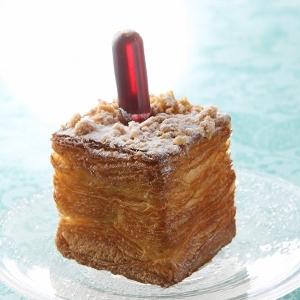 なんでスポイトが刺さってるの!?ル パン ドゥ ジョエル・ロブションから四角いクリームパン