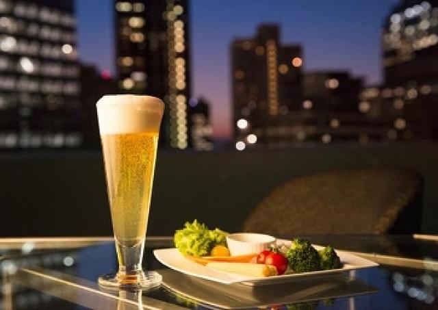 新宿の夜景見ながら、わんことビール!ヒルトン東京「天空のビアガーデン」